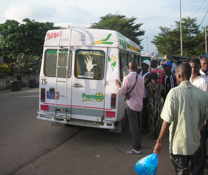 Gbaka véhicule de transport populaire d'Abidjan. Photo web