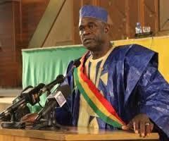 Mamadou Hawa Gassama à la barre de l'hémicycle.